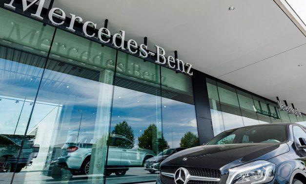 Mercedesgarage Ieper: alle aandacht gaat naar de sterren onder de luifel