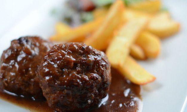 Les boulets à la liégeoise avec des frites, un délice!